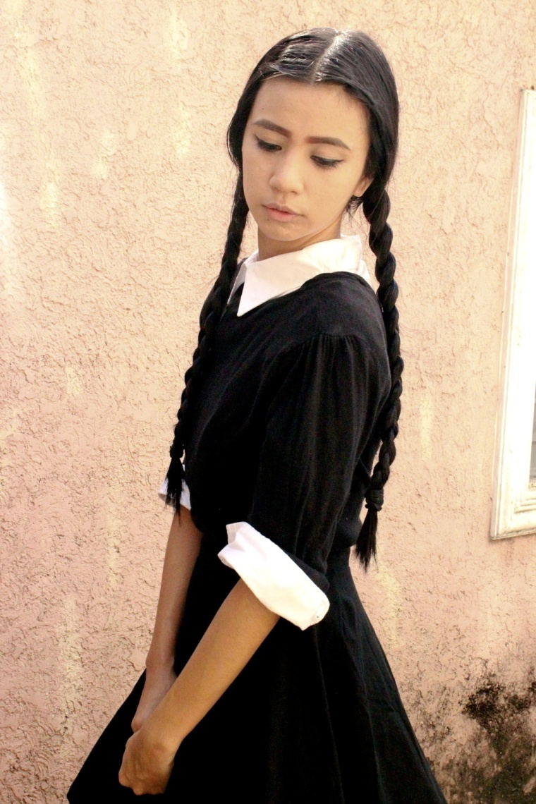 DIY-WEDNESDAY-ADDAMS-COSTUME-HALLOWEEN-TREAT-OR-TRICK-05a