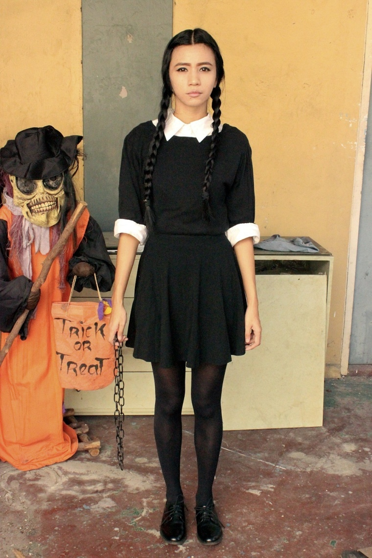 DIY-WEDNESDAY-ADDAMS-COSTUME-HALLOWEEN-TREAT-OR-TRICK-08