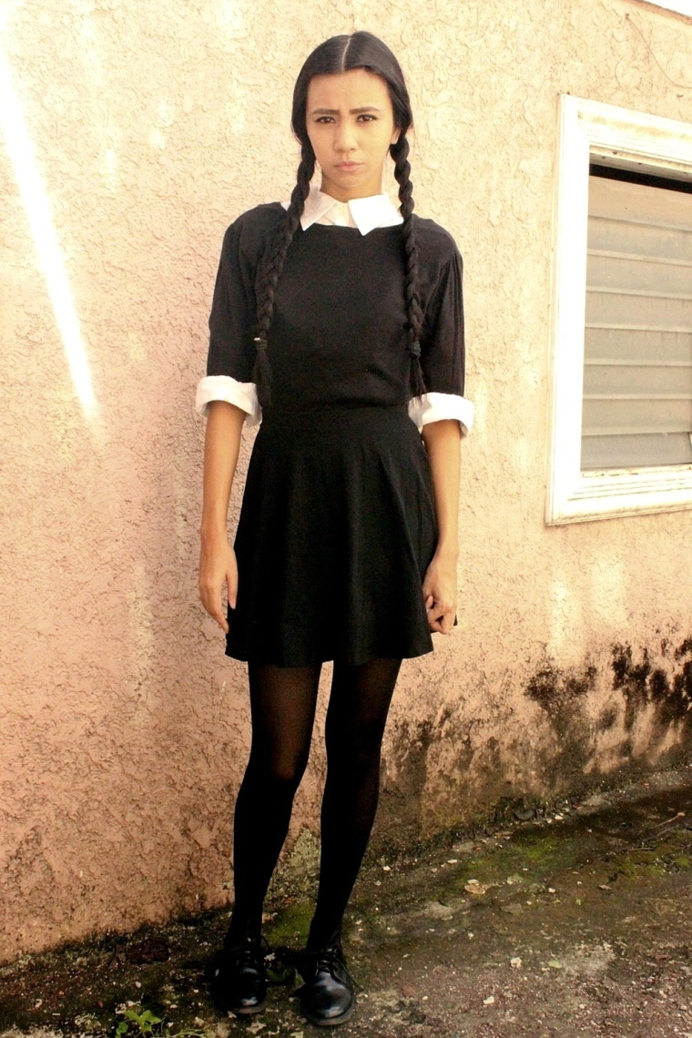 DIY-WEDNESDAY-ADDAMS-COSTUME-HALLOWEEN-TREAT-OR-TRICK-02
