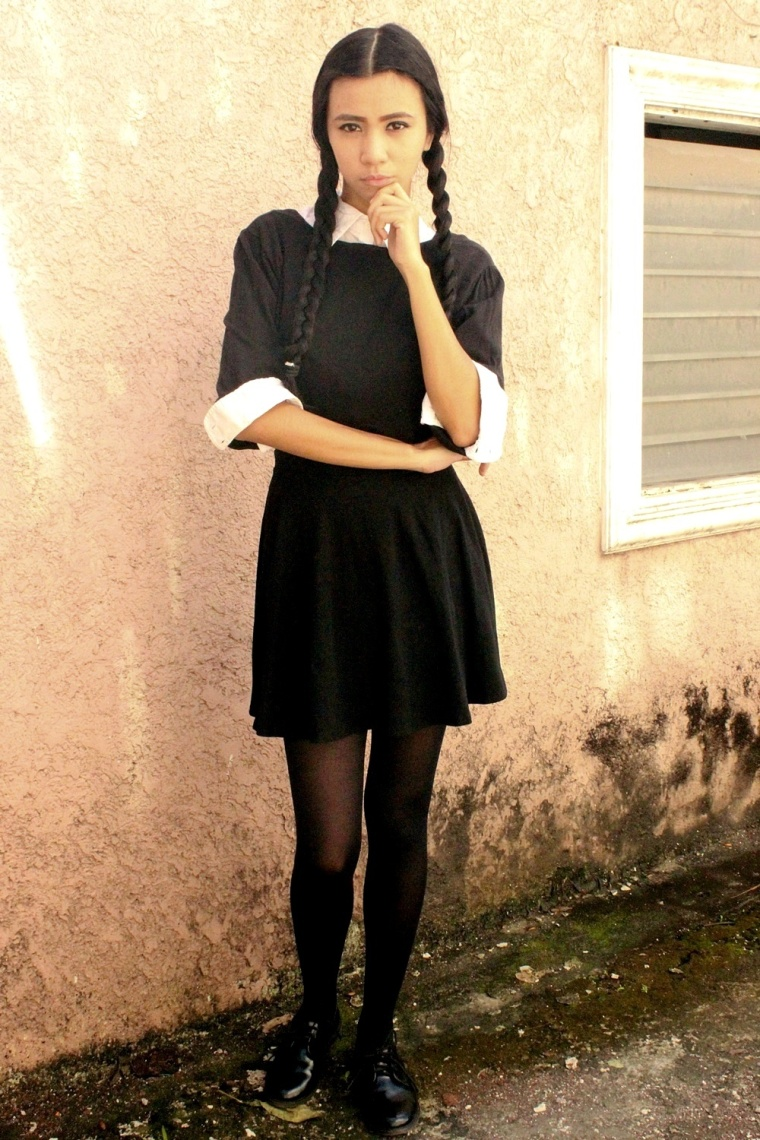 DIY-WEDNESDAY-ADDAMS-COSTUME-HALLOWEEN-TREAT-OR-TRICK-03