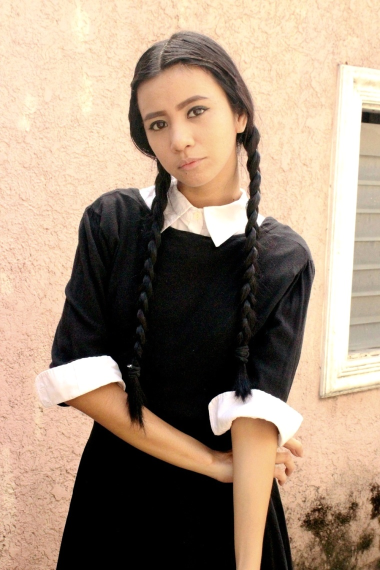 DIY-WEDNESDAY-ADDAMS-COSTUME-HALLOWEEN-TREAT-OR-TRICK-04