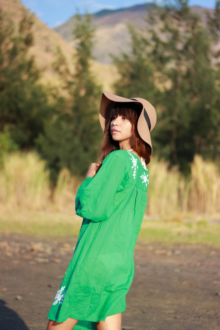 pantone-color-2017-greenery-siren-embroidered-peasant-dress-boho-fashion-blog-08