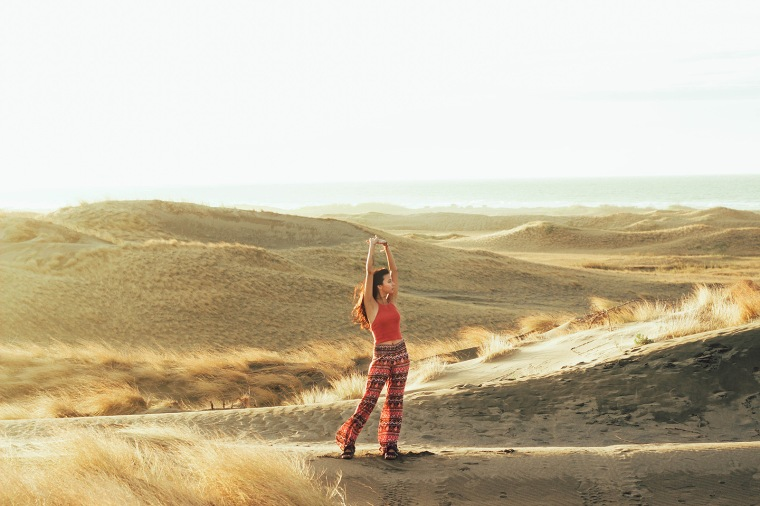 ilocos-sand-dunes-filipina-boho-fashion-blogger-lyndsay-picardal-pitusa-pepperink-tattoo-01