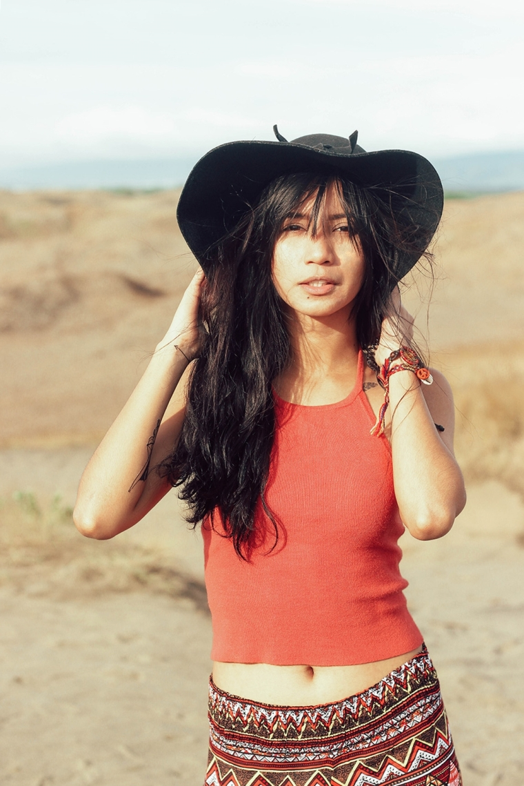 ilocos-sand-dunes-filipina-boho-fashion-blogger-lyndsay-picardal-pitusa-pepperink-tattoo-02