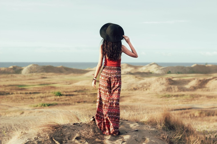 ilocos-sand-dunes-filipina-boho-fashion-blogger-lyndsay-picardal-pitusa-pepperink-tattoo-07